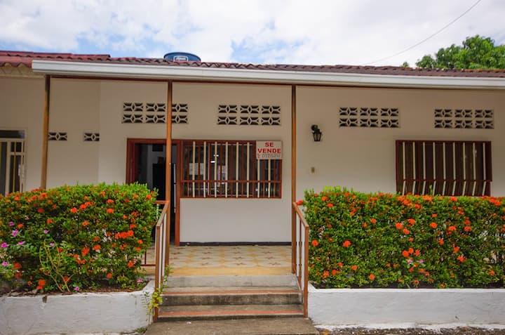 Casa con Piscina  y Jacuzzi    CARMEN DE APICALA