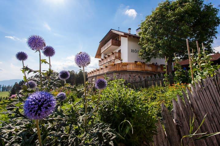 Sonniger Hof  mit herrlichem Panoramablick