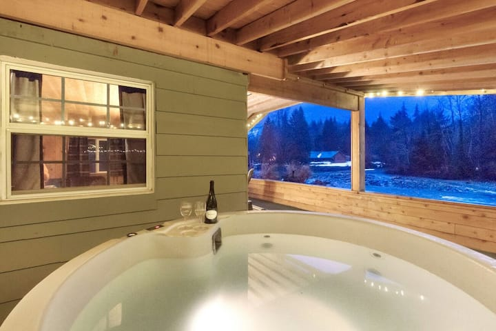 ❤️Romance by the River❤️ New Hot tub