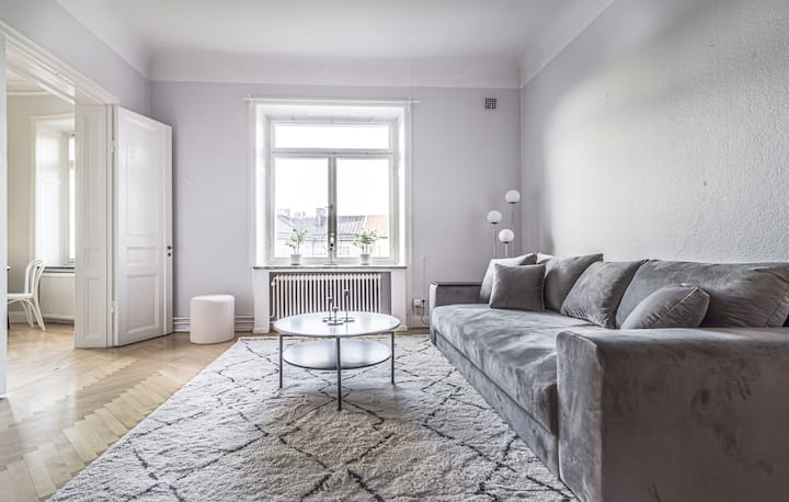 Explore Sthlm. from this cozy Top Located Apt.