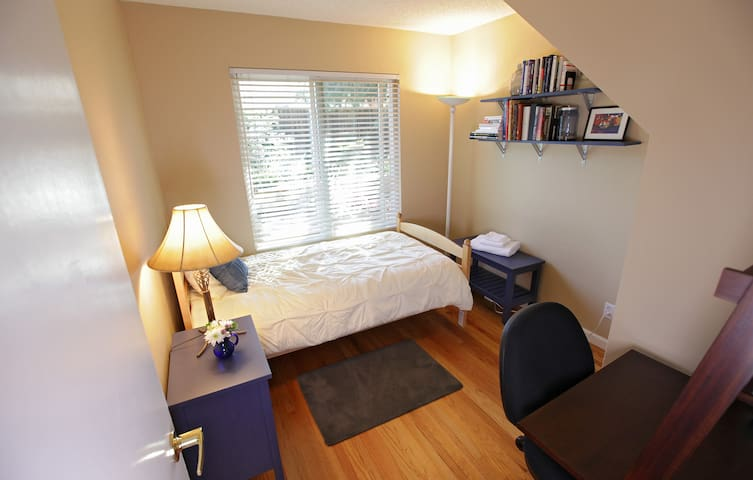 Sunny Twin—Clean, Comfortable and Close - Sunnyvale - Casa