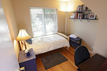 Sunny Twin—Clean, Comfortable and Close - Sunnyvale - Hus