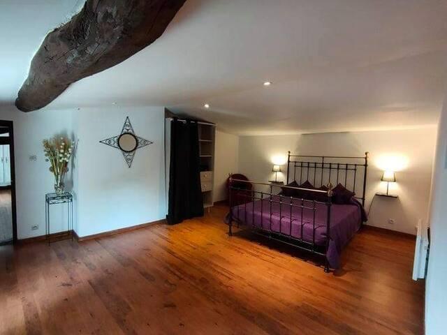 Chambre lit double de 20 m2