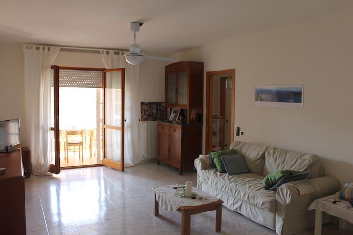 Luminoso appartamento a pochi passi dal mare. - Giulianova - 公寓
