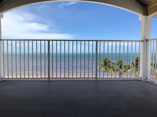 Beach House at Sugarloaf Key w/430ft dock 5ft drft
