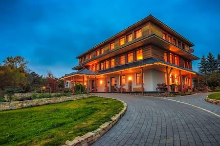 """Qi Gong Haus - Ferienwohnung """"Morgenröte"""" - Roßdorf"""