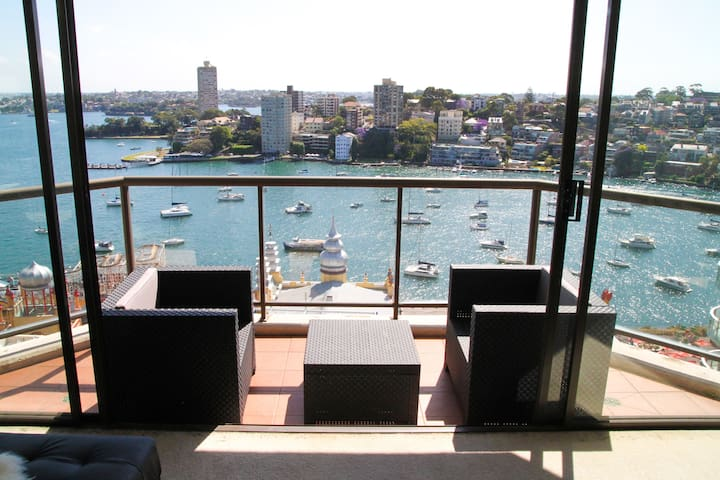 Bright Private Ensuite room w/ Amazing Harbourview - Milsons Point - Leilighet