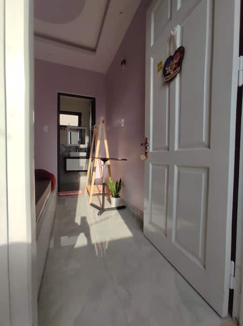 Private (small) room single bed up to 2pax in May