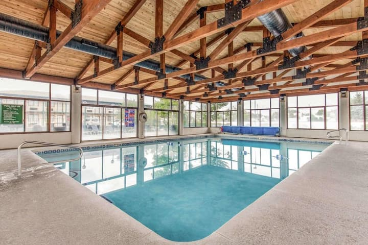 Rare Gem! 4 Cozy and Clean Units, Pool, Shuttle