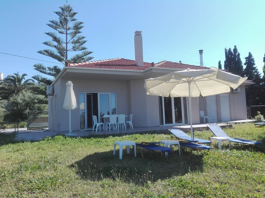 Holiday home with sea view and direct access to the garden