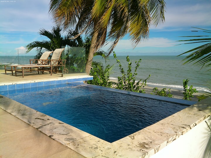 Espectacular casa con piscina y acceso a la playa