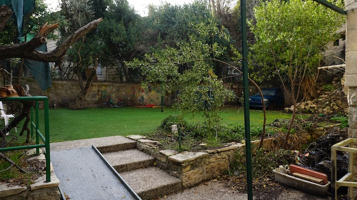 Authentic Garden Studio on the old train promenade