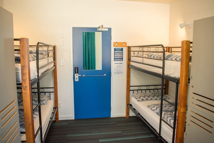 4 Bed Dorm - YHA Auckland International