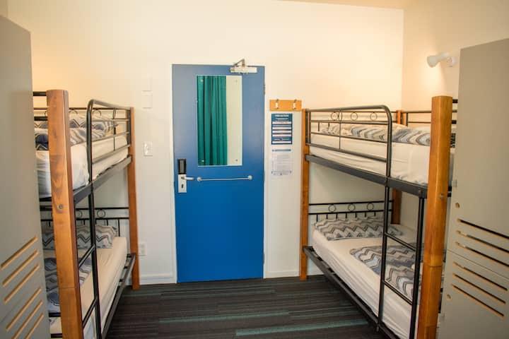 4 Bed Dorm - YHA Auckland International