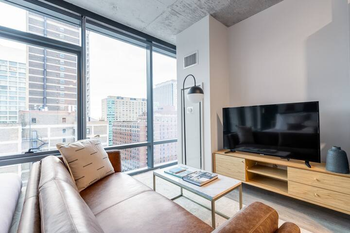 Airy Lakeview Studio, w/ W/D, Gym, near Lincoln Park, by Blueground