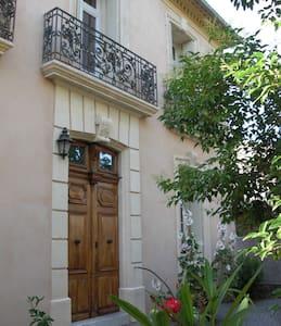 Au Repos Vigneron maison du XIXéme - Ceyras - Bed & Breakfast