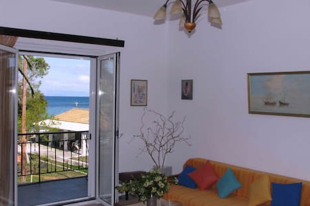 Sea view Beach front quiet Apart for 4 to 6 people - Moraitika