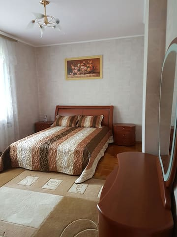 Room in a modern private house in the city centre - Kiev - Casa