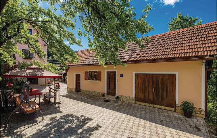 Holiday cottage with 2 bedrooms on 53m² in Skrad