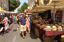 Marché d'APT (Vaucluse) le samedi matin toute l'année