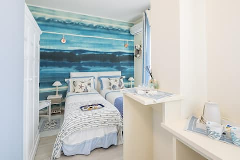 Cool room with balcony in B&B in Forte dei Marmi