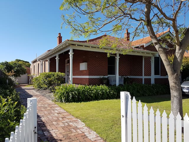 Historic home on the doorstep to Perth - Victoria Park - Casa