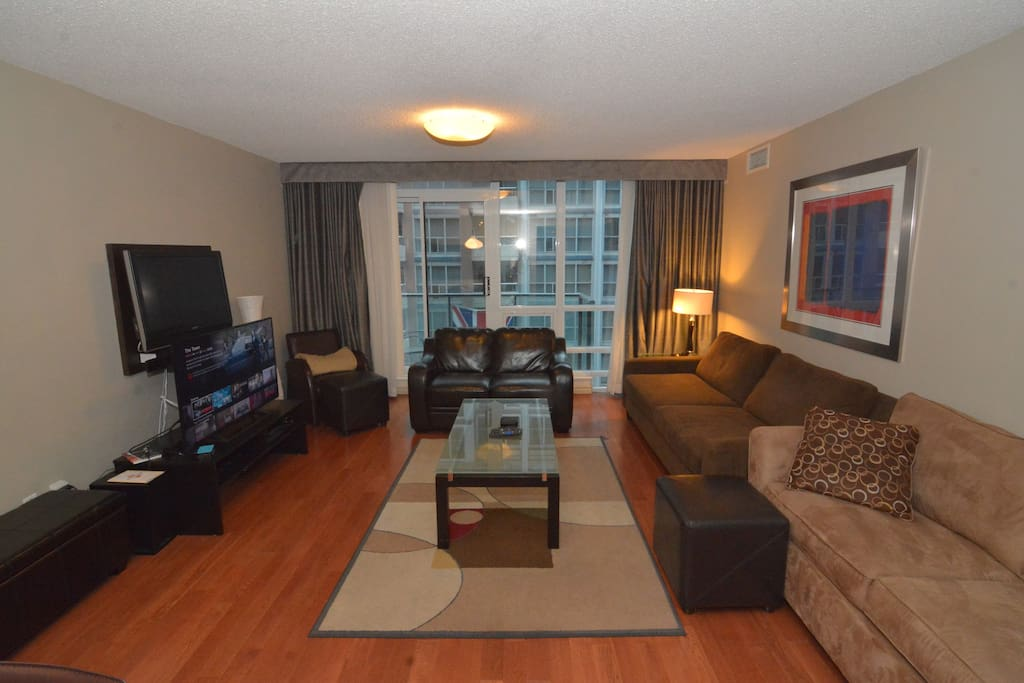 Large spacious living area, much bigger than any most condos downtown