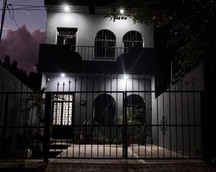"""""""hospedate en el PARAISO y sumergete en LA BAHIA"""""""