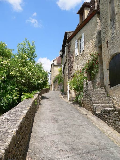 Le village de Limeuil, élu un des plus beaux village de France -  the medieval village of Limeuil, elected one of the most beautifull village of France