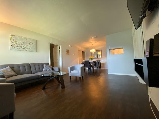 Beautiful 1 level , 2 master bedroom apt