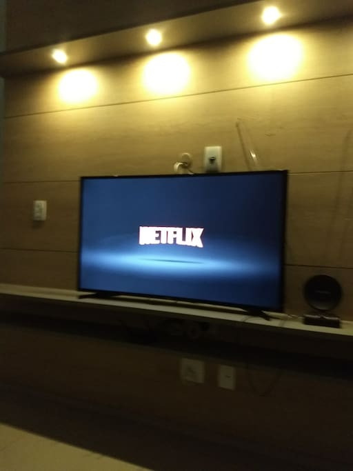 Acesso na sala ao Netflix.