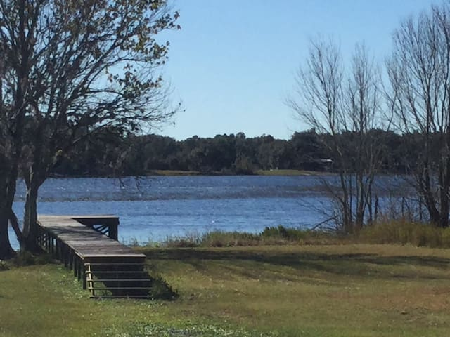 Florida Lakeside Getaway