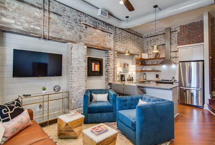 Luxury 2BR in heart of Charleston nightlife! 563 C