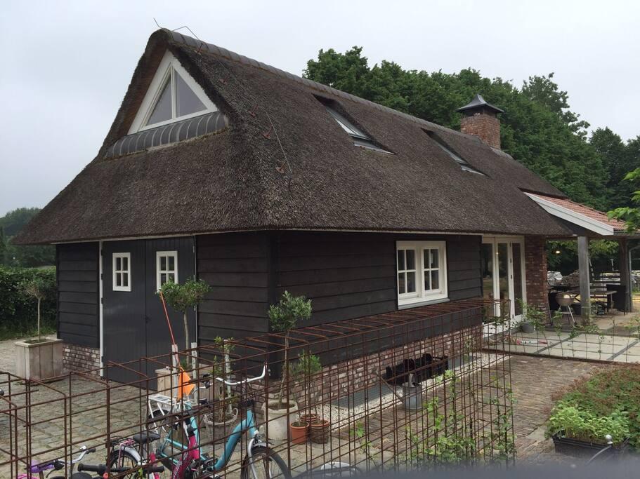 Het romantische rietgedekte huisje....