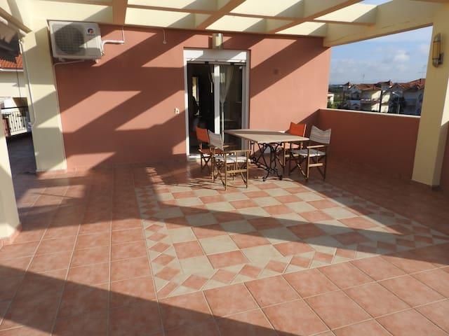 R45  Amazing apartment in wonderful complex. - Nea Plagia - Apartment