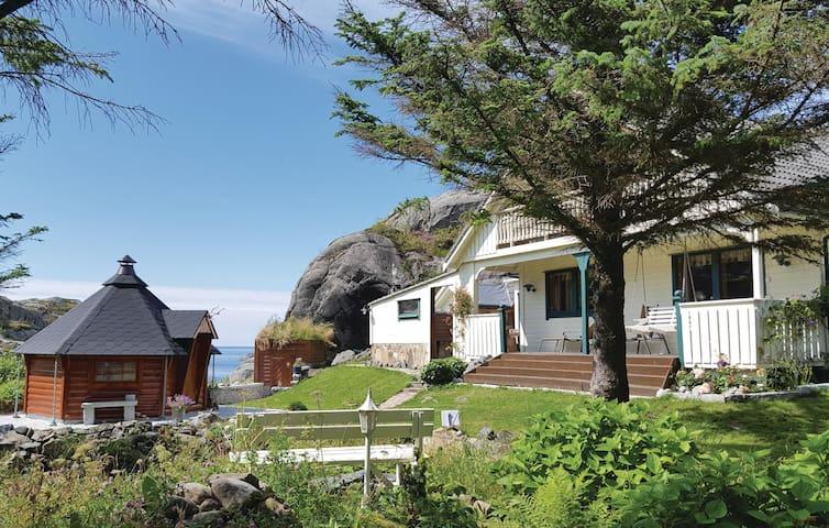 Holiday cottage with 4 bedrooms on 180m² in Skudeneshavn