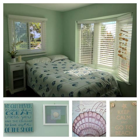 Nice and bright room with ocean / beach theme.