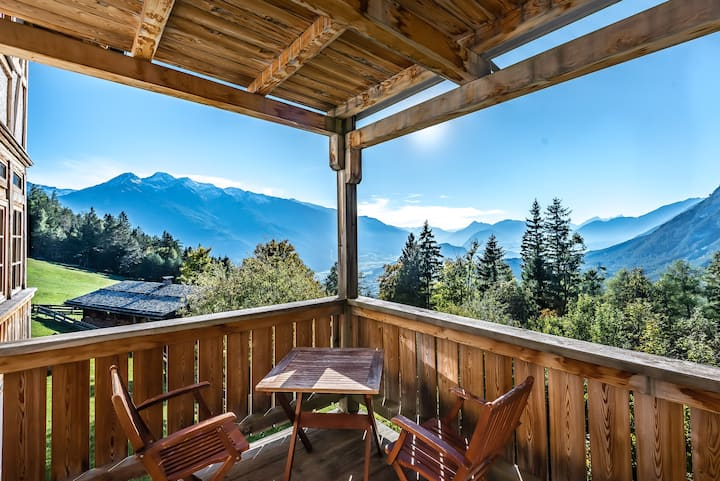 Appartment mit fantastischem Blick über Tirol  2