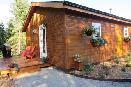 Adorable, newly built,king bed  Cottage - Whitefish - Cabane