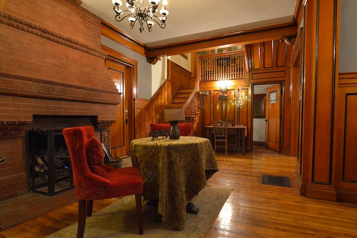 Linwood Manor Home....STUNNING  BEAUTY - Búfal
