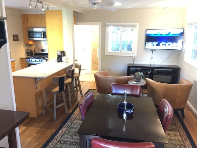 Private Cottage Downtown Redwood City & San Carlos - Redwood City - Guesthouse