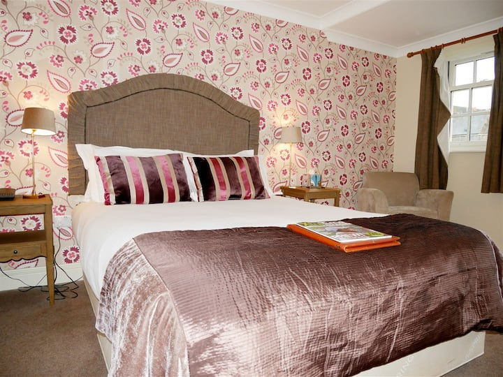 Superior Double Room Ensuite @ The Angel Hotel