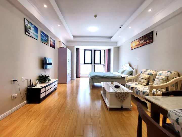 [好马公寓]舒适宁静 55平米万达广场大床房 智能门锁自主入住