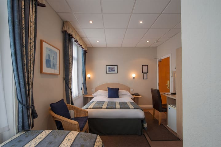 - 20% OFF Classic 2 person private room near Victoria/Westminster