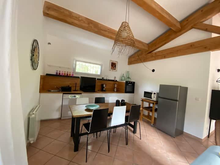 Valaurie,  villa 80 m2,3 chambres.Jardin.Piscine.