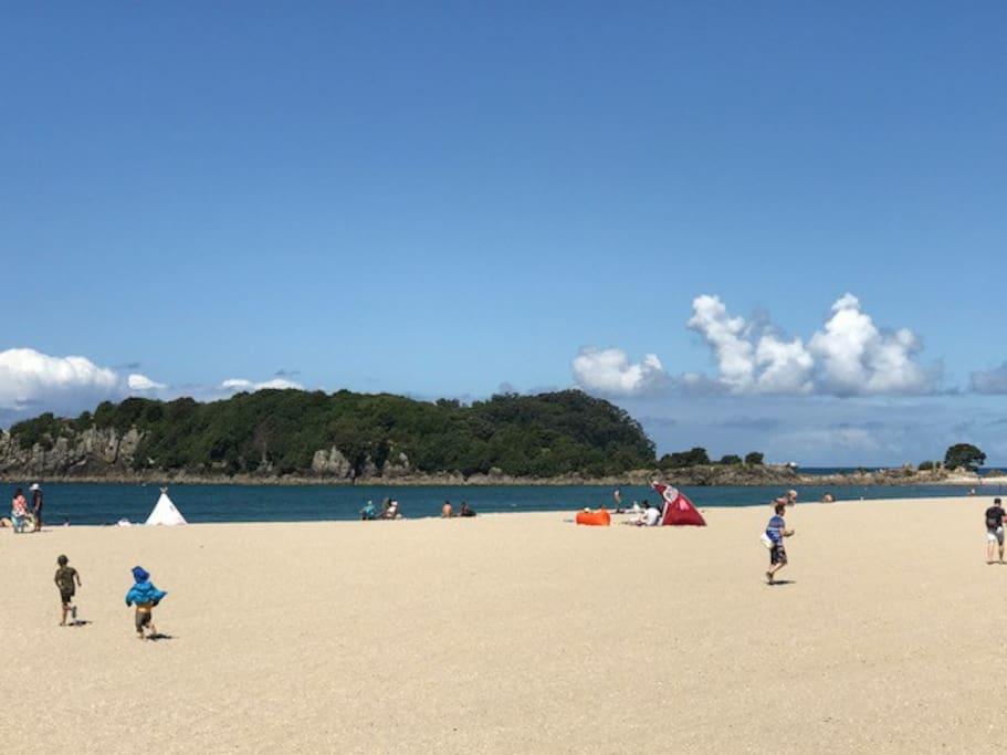 Beach 2 minute walk away