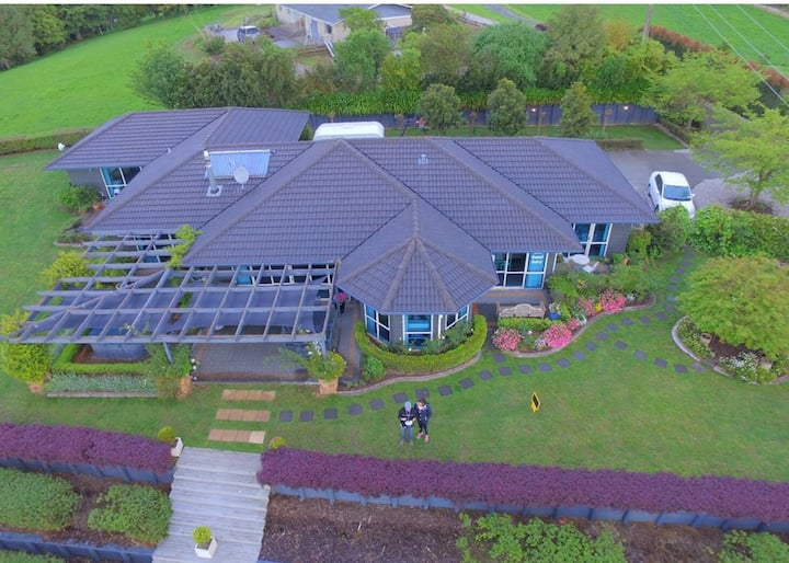 Premier  queen  Waitomo Orchard Estate B&B