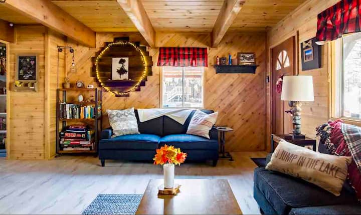 Your Mountain Getaway in Charming Big Bear Cabin