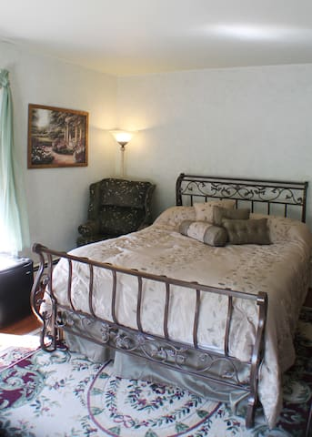The Sage Room at The White Birch Inn - Berwick - Bed & Breakfast