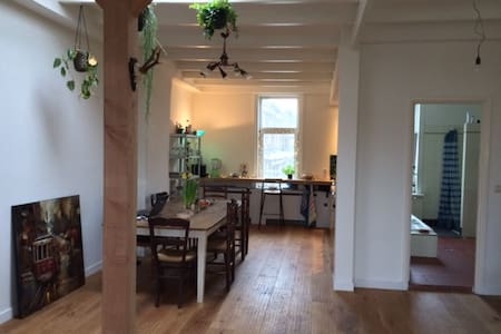 Spacious studio in the hart of Amsterdam - Amsterdam - Appartement